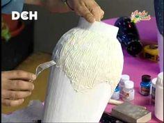 Vase cartapesta technique part) diy paper mache vase - Pets Paper Mache Crafts, Cardboard Crafts, Manualidades Van Gogh, Decoupage Tutorial, Wine Bottle Art, Creation Deco, Altered Bottles, Decorated Jars, Bottle Painting
