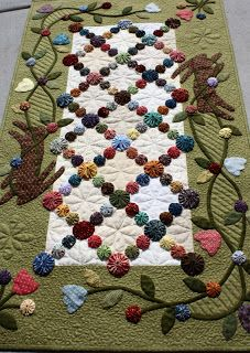 ~ Yo-Yo Runner w/ Applique ~ I've listed this before but this is a much better photo....