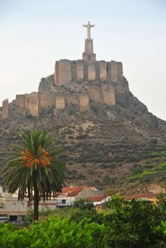 Monteagudo, Alfonso X y su Corcovado (Murcia) Norway Places To Visit, Beautiful Places To Visit, Oh The Places You'll Go, Mexico Travel, Spain Travel, Cartagena Spain, Norway Travel, Belle Villa, Spain And Portugal