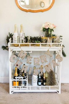 Bar Cart Ideas - There are some cool bar cart ideas which can be used to create a bar cart that suits your space. Having a bar cart offers lots of benefits. This bar cart can be used to turn your empty living room corner into the life of the party. Diy Bar Cart, Gold Bar Cart, Bar Cart Styling, Bar Cart Decor, Bar Carts, Bar Trolley, Drinks Trolley, Home Design, Interior Design