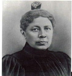 Ma (Caroline Ingalls) Related to one of her brothers... Don't see a family resemblance.
