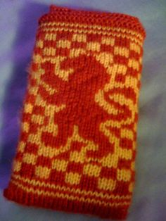 Free knitting pattern for Gryffindor iPhone Cozy inspired by Harry Potter and more device knitting patterns