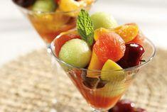 Φρουτοσαλάτα καλοκαιρινή Fruit Salad, Cantaloupe, Favorite Recipes, Sweets, Food, Greek, Fruit Salads, Good Stocking Stuffers, Candy