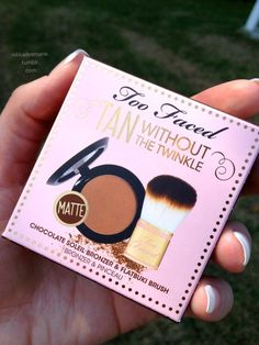 Sab sets her contour cream with this gem.. no shimmer or glitter matte.. and smells like coco.. bonus comes with a soft mini kabuki brush..Too Faced matte bronzer (no shimmer)