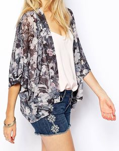 Buy ASOS PETITE Kimono in Romantic Floral Print at ASOS. With free delivery and return options (Ts&Cs apply), online shopping has never been so easy. Get the latest trends with ASOS now. Asos Kimono, Kimono Coat, Nouveau Look, Spring Outfits, Fashion Online, Floral Prints, Shopping, Tops, Sewing