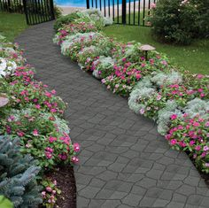 Are you searching 'ideas for backyard landscaping on a budget'? Then look no further, read this article to know the best inexpensive ideas, which will transform your backyard into a beautiful and serene place for you and your family to enjoy. Flower Bed Designs, Flower Garden Design, Small Front Yard Landscaping, Backyard Landscaping, Landscaping Ideas, Backyard Walkway, Outdoor Walkway, Front Walkway, My Pool