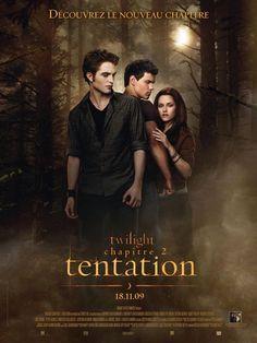"""Affiche du film Twilight - Chapitre 2 : tentation - """"Tu ne me reverras plus. Je ne reviendrai pas. Poursuis ta vie, ce sera comme si je n'avais jamais existé."""" Abandonnée par Edward, celui qu'elle aime passionnément, Bella ne s'en relève pas. Comment oublier son amour pour un vampire et revenir à une vie normale ? Pour combler son vide affectif, Bella court après le danger et prends des risques de plus en plus inconsidérés. Edward n'étant plus là pour la protéger, c'est Jacob, l'ami discret…"""