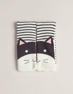 Cat face pattern socks, Oysho.