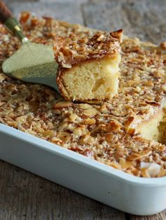 Toscakake i langpanne (med en vri) - Mat På Bordet Recipe Boards, Pavlova, Banana Bread, Food And Drink, Summer Solstice, Cookies, Baking, Cake, Recipes