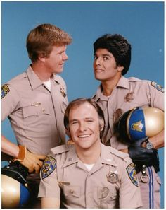 Chips Cast Posed Together in Police Uniform with Helmets Television Photo - 23 x 30 cm 70s Tv Shows, Old Shows, Movies And Tv Shows, Tv Vintage, Mejores Series Tv, Childhood Tv Shows, Elvis And Priscilla, Classic Tv, Best Tv