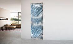 Uşă batantă cu toc model Line Frame. Suprafaţa este din cristal monolit securizat cu grosime de 10 mm, model Hexagon, prelucrat în întregime manual prin tehnica de lăcuire Light & Color în nuanţa Avio. Mânerele sunt model Blues din inox lucios. Divider, Model, Room, Furniture, Design, Home Decor, Crystal, Bedroom, Decoration Home