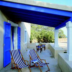 Porche con arquitectura y colores típicos de la isla.