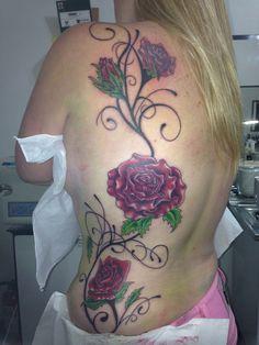 Tattoo flores com arabescos