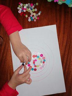 Activități de coordonare și motricitate fină copii. Activități distractive, prin joacă. – Curioși de mici Marker, Washer Necklace, Cards, Markers, Maps, Playing Cards