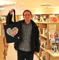 "The 400th Facebook Fan got a Laurea Library Book tote bag and a paperback from Juha Vuorinen ""Unblogged"". Thanks for following us!"