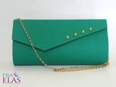 Bolsa Carteira : Verde : Ref 144 - http://www.elo7.com.br/bolsaspraelas  Acompanha corrente metalizada.  Fechamento com botão magnético na aba.