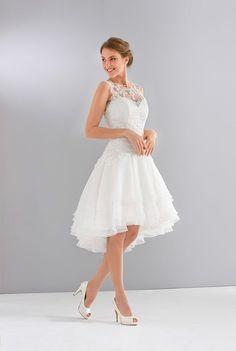 Robes de mariée sur Eglantine Créations (Paula), coupe évasée, décolleté illusion, court, sans manches