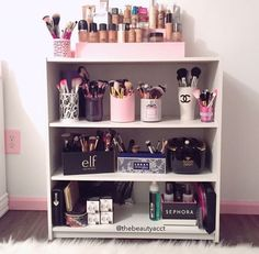 ♡ ✨ ✨ ♡ house makeup storage, makeup rooms y room decor. Makeup Storage Organization, Cosmetic Storage, Organization Ideas, Storage Ideas, Jewelry Storage, Sala Glam, Rangement Makeup, Make Up Storage, Creative Storage