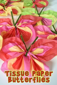 Make these super easy and fast butterflies from tissue paper and pipe cleaners!