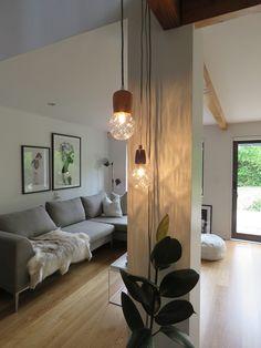 how to hang lounge art