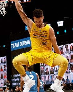 Stephen Curry Wallpaper, Wardell Stephen Curry, Stephen Curry Basketball, Basketball Moves, Stephen Curry Pictures, Warriors Wallpaper, Warriors Stephen Curry, Splash Brothers, Nba Pictures
