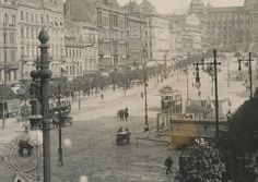 Photograph of the Wenceslas Square from 1906. Prague Photos, Prague Czech Republic, Heart Of Europe, Austro Hungarian, History Photos, Beautiful Places In The World, Street Photo, More Pictures, Time Travel