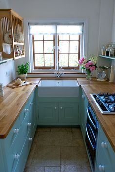 small kitchen but no clutter!