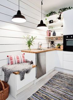 Small Kitchen Ideas: DIY Tiny Kitchen Remodel & Apartment Kitchen Redesigns Before and After Pictures. Great ideas for a tiny kitchen makeover on a budget! Tiny Spaces, Small Apartments, Studio Apartments, Open Spaces, Cuisines Design, Kitchen Interior, Kitchen Decor, Kitchen Corner, Cozy Kitchen