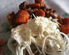 Spaguetti de pupunha molho de kefir e carne de panela com cenoura #lowcarb #lchf #comidadeverdade #paleo #paleolitica #dascavernas by carinepenha