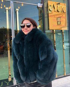 Image may contain: 1 person Fox Fur Jacket, Fox Fur Coat, Parka Coat, Fur Coats, Fur Fashion, Womens Fashion, Fabulous Fox, Beautiful Women, Fashion Design