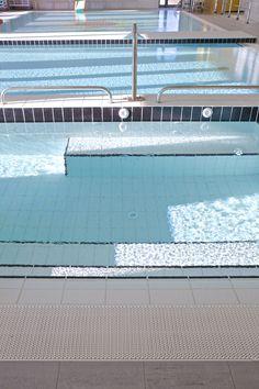 La piscina della cittadina di Gregorio Paltrinieri: medaglia d'oro sui 1500 stile libero ai campionati del mondo 2015. Le lastre ceramiche sono il nostro modo per fare il tifo per lui! ;)