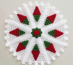 Vintage granny square christmas tree free crochet pattern v Christmas Crochet Patterns, Holiday Crochet, Crochet Flower Patterns, Baby Knitting Patterns, Crochet Designs, Crochet Flowers, Crochet Quilt, Crochet Motif, Crochet Stitches