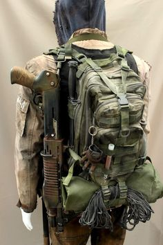 View of the backpack and shotgun Camping Survival, Survival Gear, Survival Skills, Badass Halloween Costumes, Fallout Rpg, Survival Knots, Bushcraft Kit, Post Apocalyptic Costume, Medical Bag