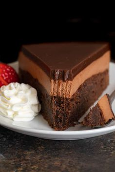 This triple Nutella mousse cake features a rich Nutella brownie base topped with a layer of luscious Nutella mousse filling and a layer of soft Nutella ganache. # These rich, deeply chocolatey Nutella B Triple Chocolate Mousse Cake, Chocolate Desserts, Fun Desserts, Delicious Desserts, Dessert Recipes, Bakery Recipes, Chocolate Chocolate, Torte Nutella, Nutella Ganache
