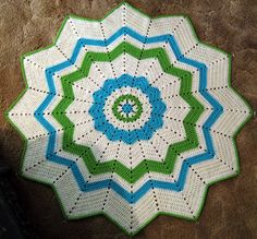 Round Ripple baby blanket. Free pattern by Donna Mason-Svara
