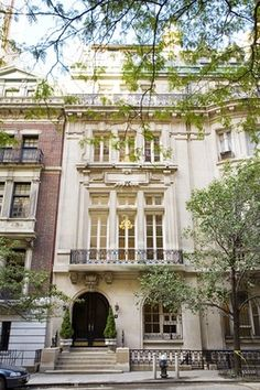 Architecture - Limestone townhouse on East 64th Street, New York.
