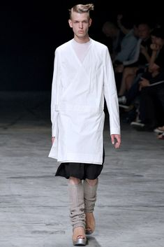 The complete Rick Owens Spring 2013 Menswear fashion show now on Vogue Runway.