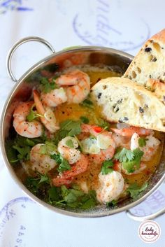 Shrimps in butter with garlic and white wine - Lady housewife Lobster Recipes, Seafood Recipes, Soup Recipes, Kitchen Recipes, Cooking Recipes, Healthy Recipes, Vegan Junk Food, Good Food, Yummy Food