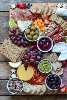 Here's everything you need to know about creating an ALDI cheese board that's perfect for entertaining (and affordable too! Thank you to ALDI for sponsoring this post! Cheese boards and charcuterie boards are all over Plateau Charcuterie, Charcuterie And Cheese Board, Charcuterie Platter, Meat Platter, Cheese Boards, Cheese Board Display, Aldi Cheese, Meat And Cheese Tray, Wine Cheese