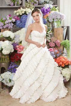 Elegant sleeveless ball gown floor-length bridal gowns