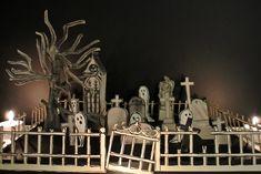 Le blog de Gabrielle Aznar: Le cimetière en papier ♦ DIY Diy Paper, Paper Crafts, Papier Diy, Idee Diy, Nightmare Before, Fall Halloween, Decoration, Cemetery, Home And Family
