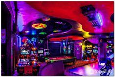 Reunion Resort 9 bedroom Villa in Florida Game Room – Spielzimmer, eine Seite Geek House, Bar Deco, Game Room Basement, Basement Ideas, Basement Ceilings, Modern Basement, Basement Bars, Walkout Basement, Basement Designs