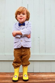 Oh my god I just want to have a little boy so I can dress him super cute and nerdy <3