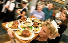 Bavarian Food at the Oktoberfest Beer Recipes, Great Recipes, Bavarian Recipes, Bavarian Food, Stuffed Mushrooms, Easy Meals, Goodies, Dining, Vegetables