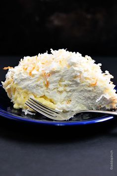 Coconut Cream Pie Recipe ~ This pie is absolute coconut heaven. It's the best coconut cream pie that will ever cross your lips , PERIOD. I didn't make my own crust~KP Beaux Desserts, Köstliche Desserts, Delicious Desserts, Dessert Recipes, Yummy Food, Lemon Desserts, Plated Desserts, Best Coconut Cream Pie, Pie Coconut