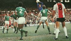 Sheffield Utd 3 Plymouth 2 in Dec 1979. Argyle deal with this United corner at Bramall Lane #Div3