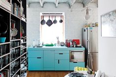 Bubble gum pink and aqua are kitchen colors returning to modern kitchen cabinets to impart a mid-century vibe. Small Apartment Kitchen, Small Apartment Decorating, Apartment Ideas, Apartment Therapy, Urban Apartment, Apartment Chic, Apartment Interior, Apartment Living, Kitchen And Bath