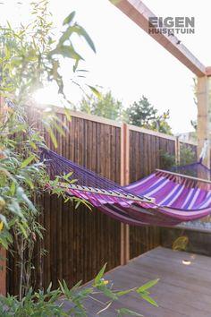Wil jij zelf ook lekker relaxen in een hangmat deze zomer? Tom heeft een handig stappenplan gemaakt met een handige constructie voor in de tuin! | DIY: a hammock | #ehet #eigenhuisentuin #styling #decoratie #decoration #inspiratie #inspiration #interior #interieur #homedesign #homedecoration #moderninterior #moderninterieur #interiordesignideas #interiordecor #homeinspo #decorlovers | Eigen Huis & Tuin Outdoor Furniture, Outdoor Decor, Hammock, Diys, Home Design, Garden, Dreams, Bar, Home Decor