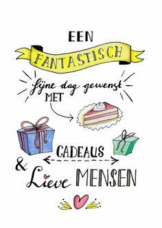 Vrolijke verjaardagskaart met mooie handgeschreven tekst en illustraties van een gebakje, cadeautjes en hartje.