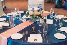 Midnight Blue Pin-Tuck Linen with a peach table runner @eventlinens  Photo by C Ward Photography | Las Vegas Wedding Venue | Destination Wedding | Golf Course Wedding